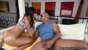 Stunning ebony amateur gets her mouth wrecked before she smokes