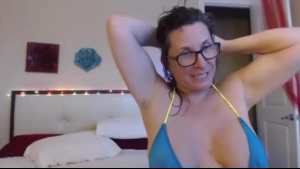 Sensual Mature Gigi gets naked on webcam