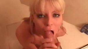 Stunning experienced blonde toying