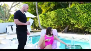 Keisha Grey is double-fisting a guy while having a hot threesome with friends