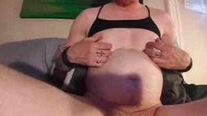 Gf likes to load her hairy pussy from the downblouse