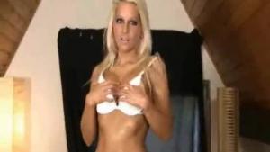 Bigboob blonde with dark hair masturbates