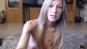 Teen cutie Cashmere Darling deepthroats and rides big dick at the same time